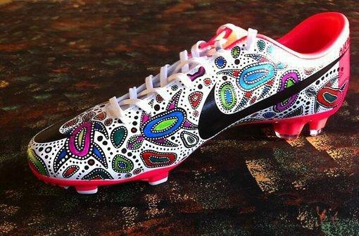 Aborigine-Schuhe und zwei Grüezi