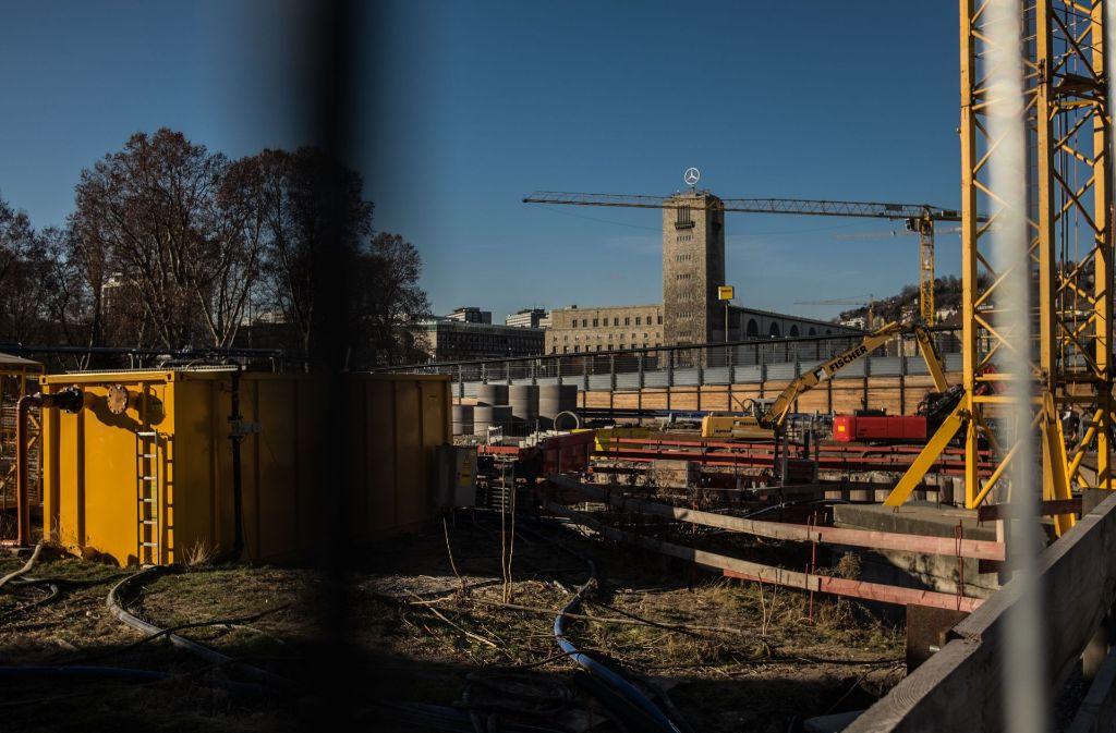 Unterm Bahnhofsturm wird an dem Großprojekt Stuttgart 21 gearbeitet. Foto: Lichtgut/Max Kovalenko
