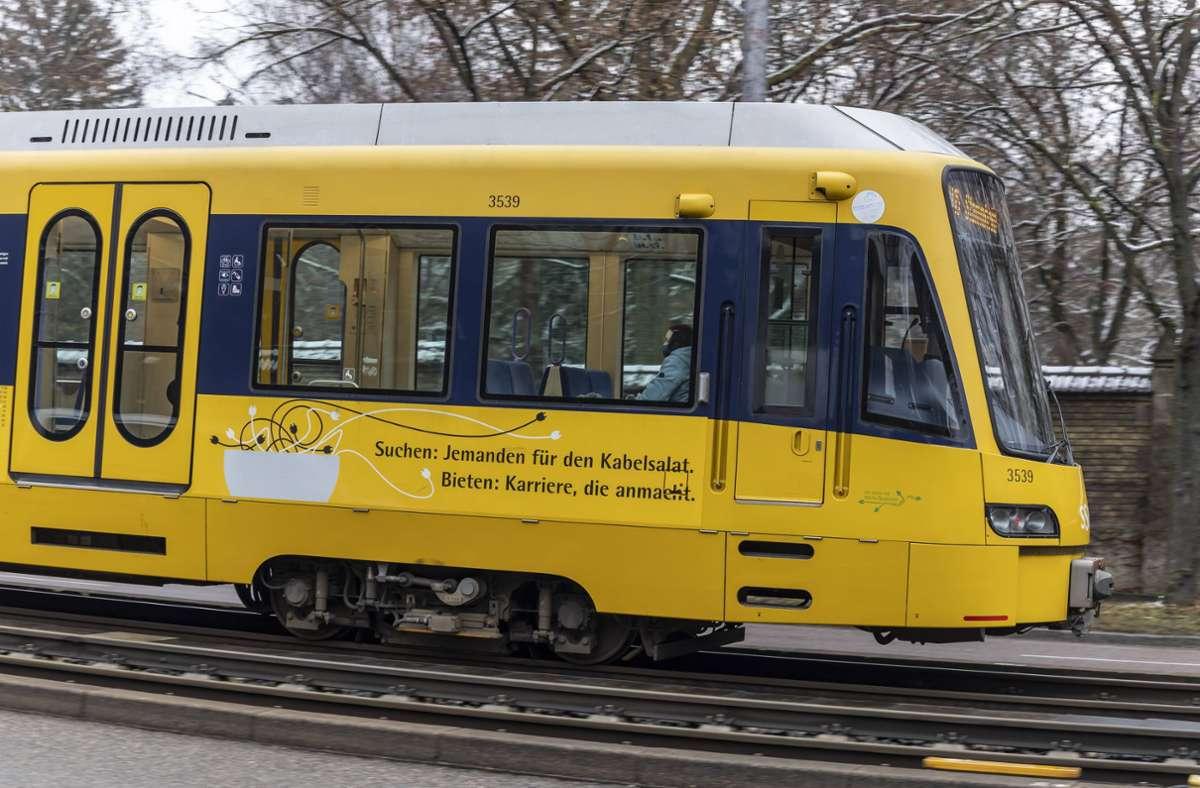 Die VW-Fahrerin übersah die Stadtbahn der Linie U13. (Symbolbild) Foto: imago images/Arnulf Hettrich