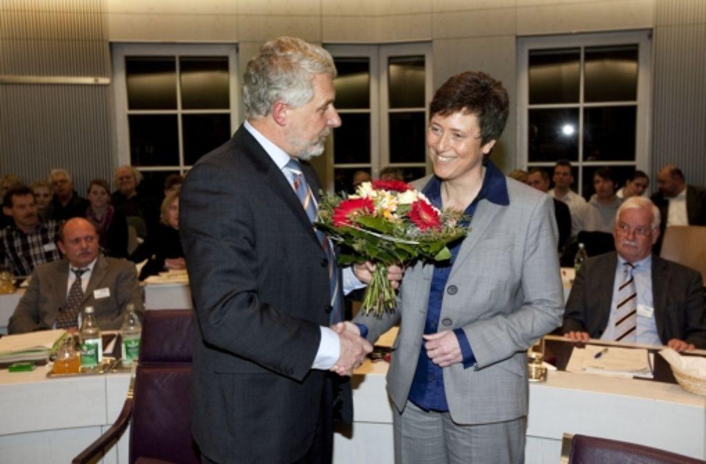Bei der Wahl Claudia Graus zur Bürgermeisterin scheint die Welt zwischen ihr und Otmar Heirich noch in Ordnung zu sein. Foto: Archiv/Rudel