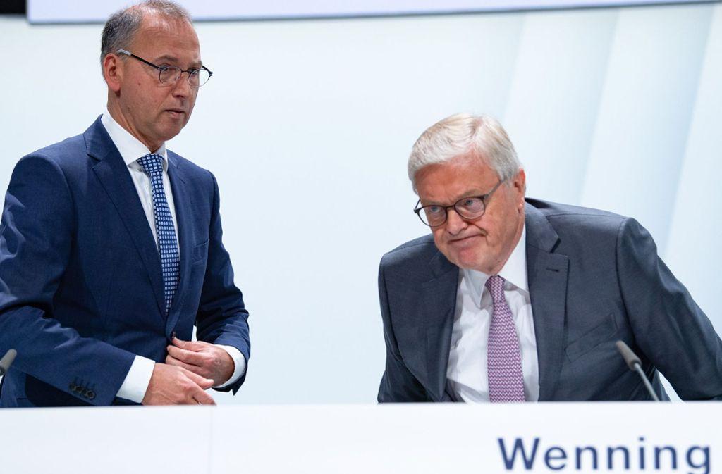 Im Kreuzfeuer der Kritik: Der Vorstandsvorsitzende der Bayer AG, Werner Baumann (links), und Aufsichtsratschef Werner Wenning. Foto: dpa