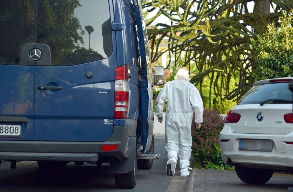 Ein 59-Jähriger schießt in Saarbrücken um sich. Die Opfer sind sein Sohn und sein Schwiegersohn. Auch seine Tochter und Ex-Frau werden verletzt. Foto: dpa