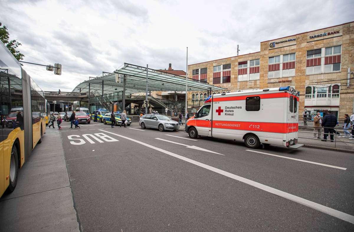 Der Fußgänger wurde am Wilhelmsplatz von dem Auto erfasst. Foto: 7aktuell.de/Simon Adomat/7aktuell.de   Simon Adomat