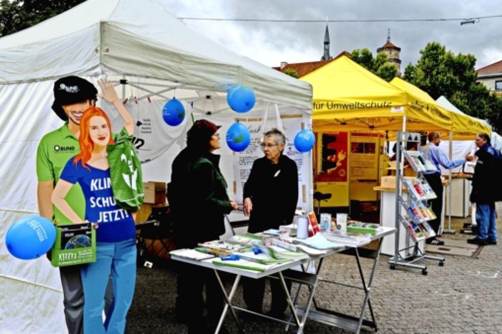 Infostände zum Thema Energie auf dem Schlossplatz. Foto: Lichtgut/Volker Hoschek