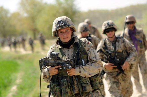Frauen in Uniform? Kein Bedarf!