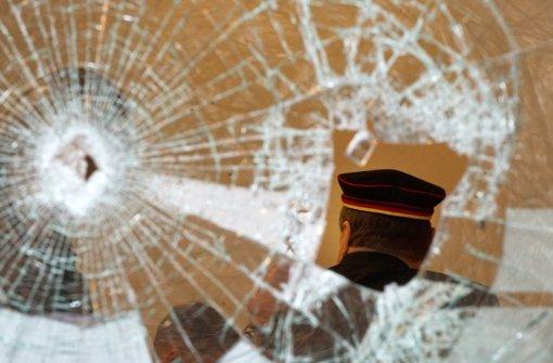 Das Treffen der Burschenschaften in der Sängerhalle von Stuttgart-Untertürkheim gefällt nicht jedem. An ihrem Tagungsort wurden Scheiben zerstört. Foto: dpa