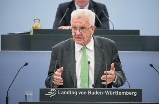 Südwest-Ministerpräsident Kretschmann warnt und lobt