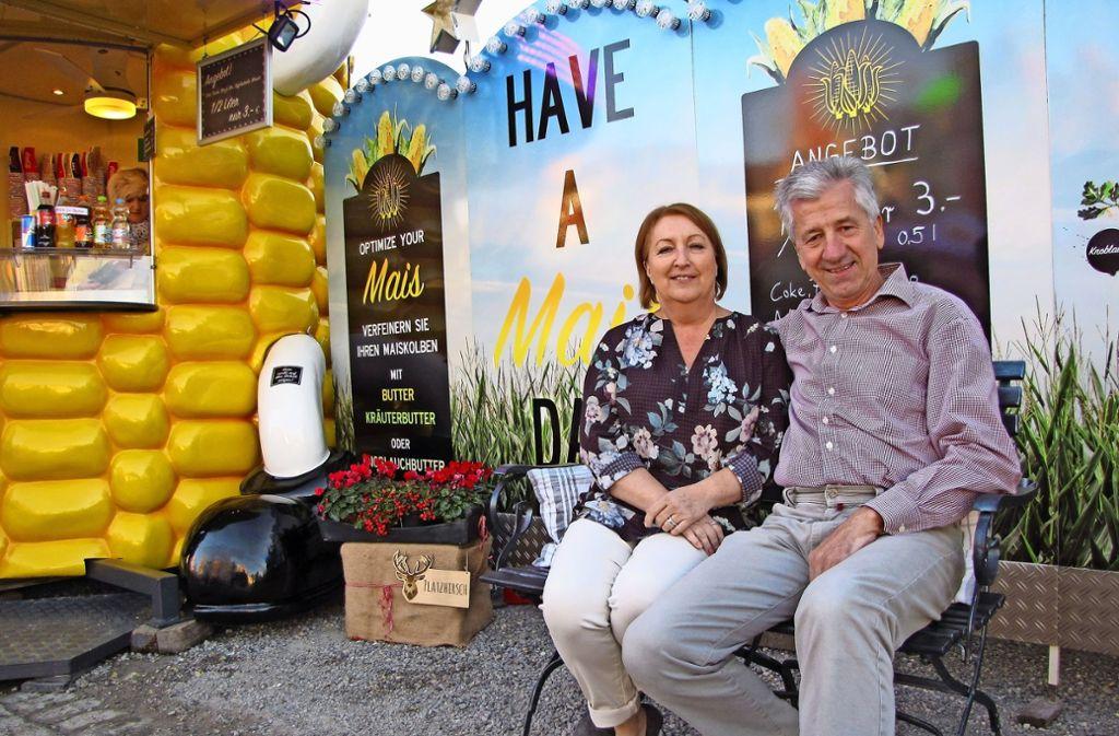 Karl und Petra Müller feiern auf dem Wasen: dreimal 40. Foto: ede