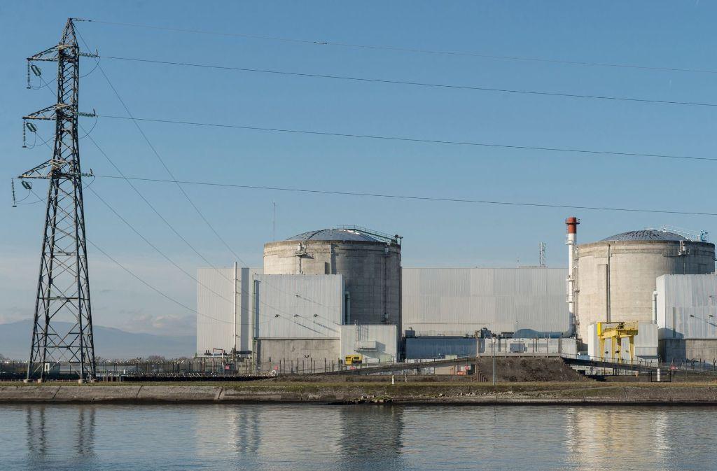Das elsässische Pannen-Atomkraftwerk Fessenheim ist Frankreichs ältestes Atomkraftwerk. Die Gewerkschaften sind gegen das Stilllegen und fürchten den Verlust von hunderten Arbeitsplätzen. Foto: dpa