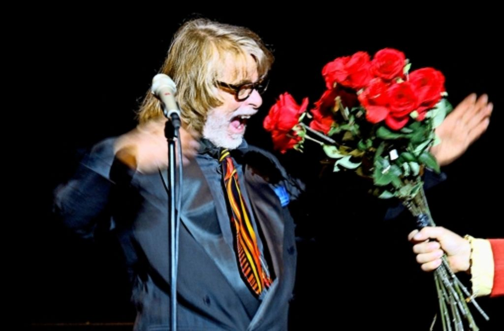 Beinahe hunderttausend Rosen zur Rückkehr: Helge Schneider im  Stuttgarter Beethovensaal Foto: Jan Reich/Lichtgut