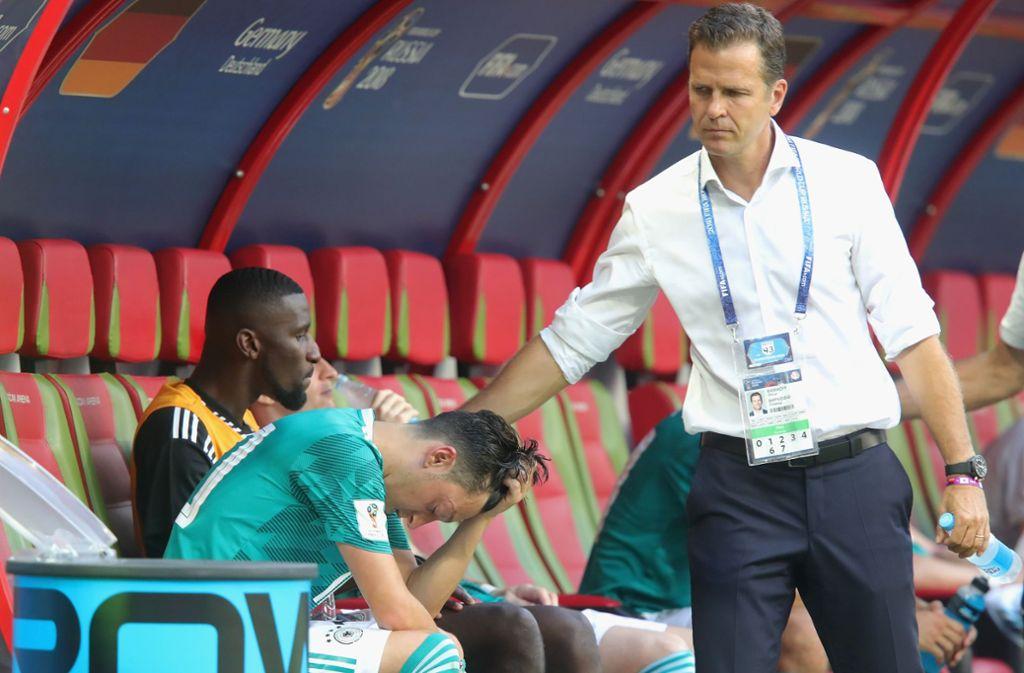 Oliver Bierhoff (rechts) lässt Mesut Özil nach dem WM-Scheitern fallen. Foto: Getty