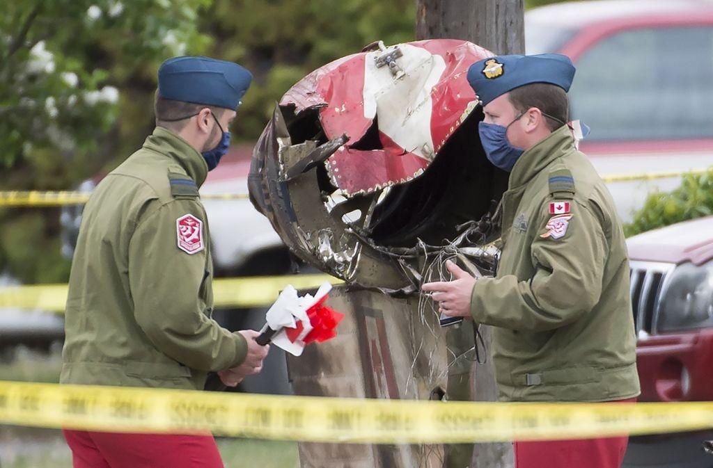 Die Flugshow der Snowbirds, der Kunstflugstaffel der Royal Canadian Air Force, endete für die Pilotin tödlich. Foto: AP/Jonathan Hayward