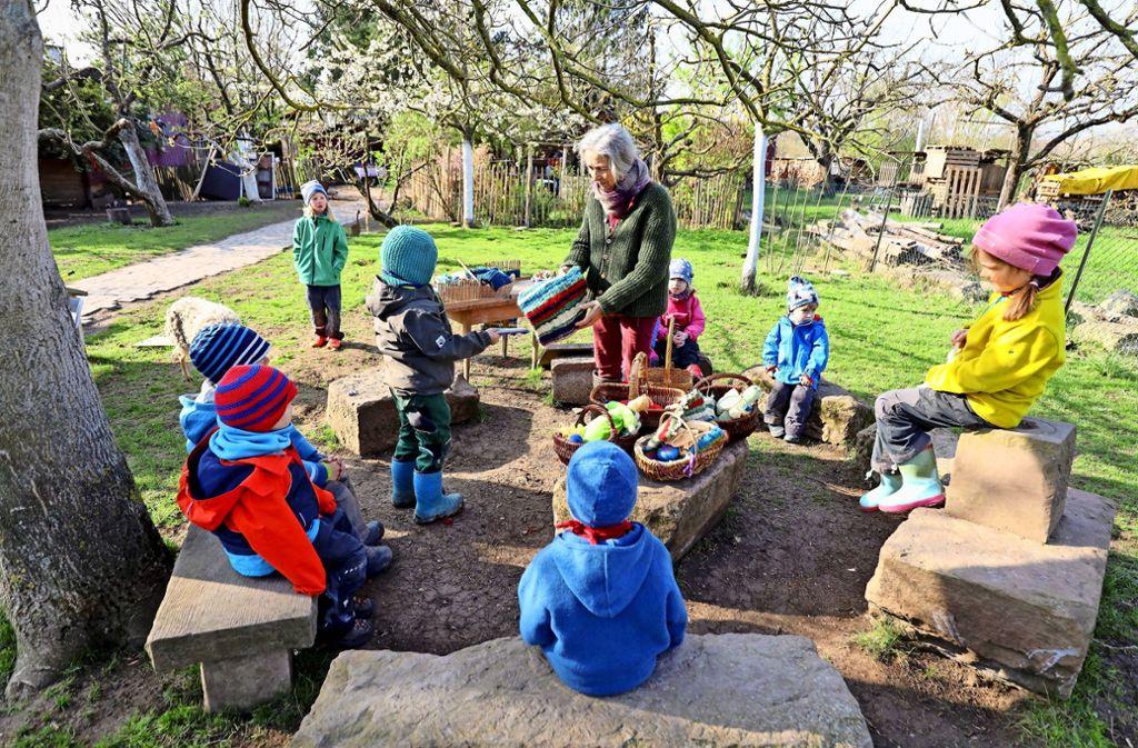 """Birgit Seifreid will den Kindern  """"ohne viele Worte die Welt beibringen"""". In der freien Natur seien die Kinder friedlicher – und lernten diese zu schätzen. Foto: factum/Simon Granville"""