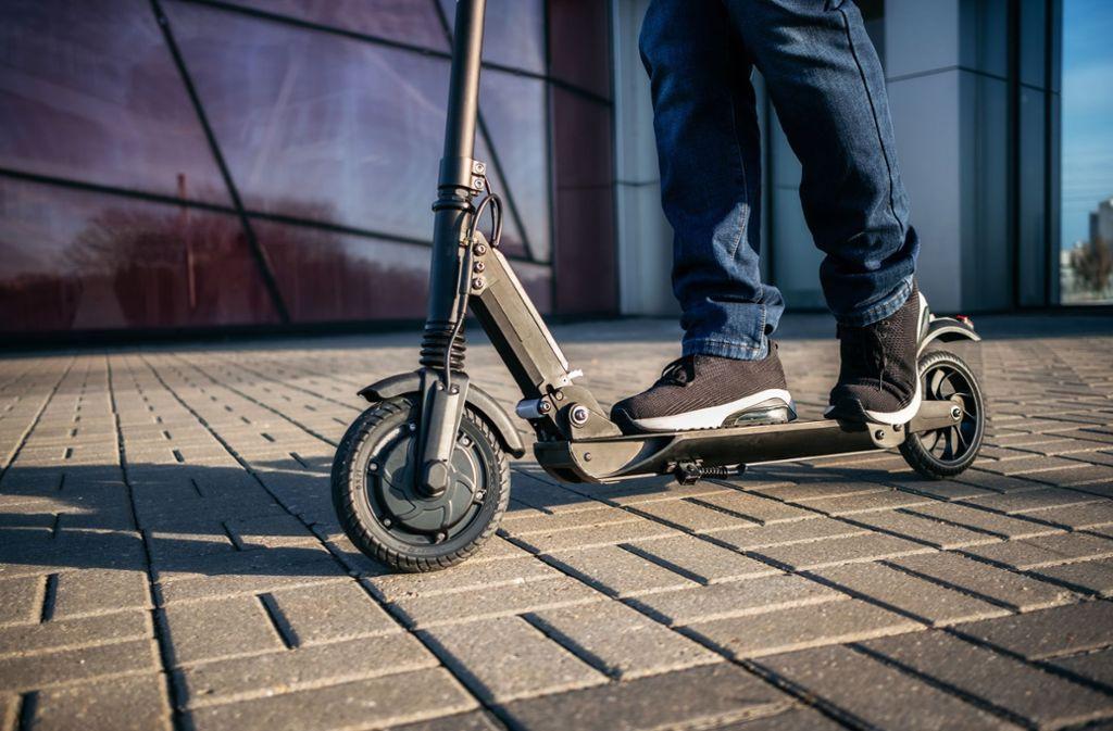Ein betrunkener E-Scooter-Fahrer hat die Polizei in Göppingen auf Trab gehalten. (Symbolbild) Foto: Shutterstock
