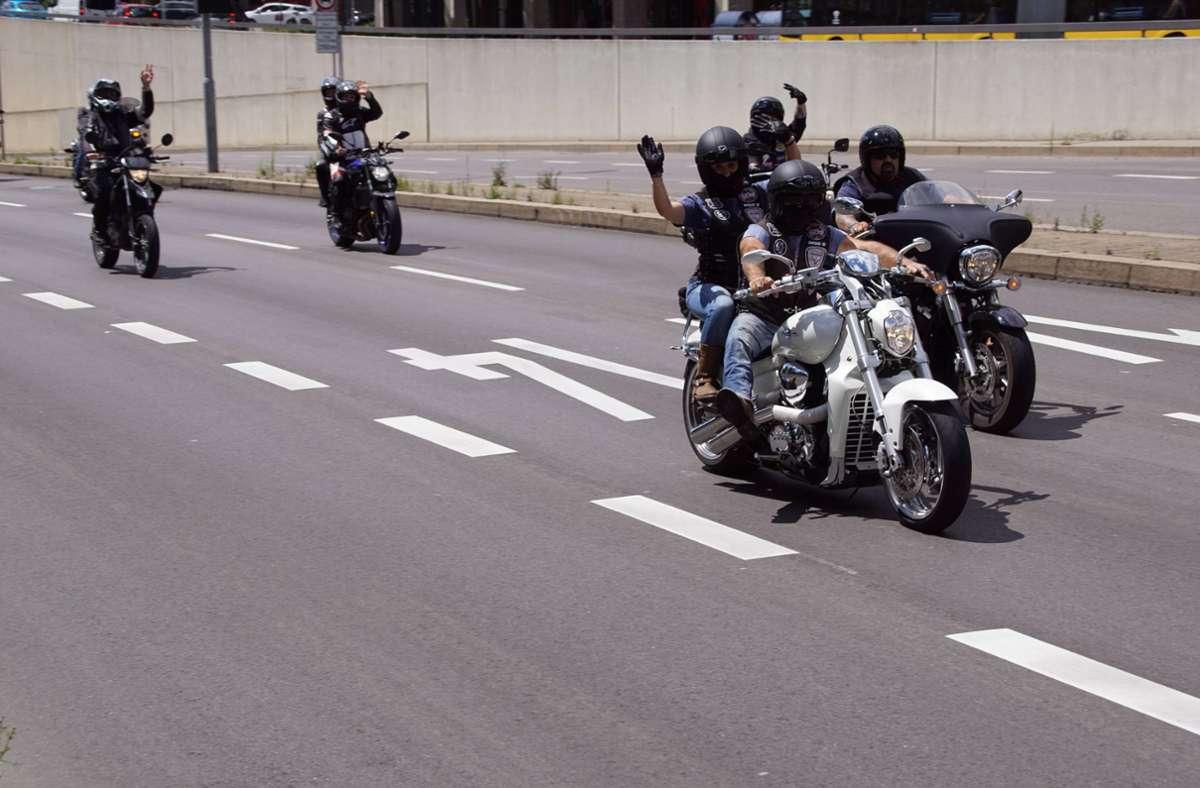 In Stuttgart kamen nach Angaben der Polizei am frühen Nachmittag bis zu 8000 Motorradfahrer zusammen.  Foto: 7aktuell.de/Andreas Werner
