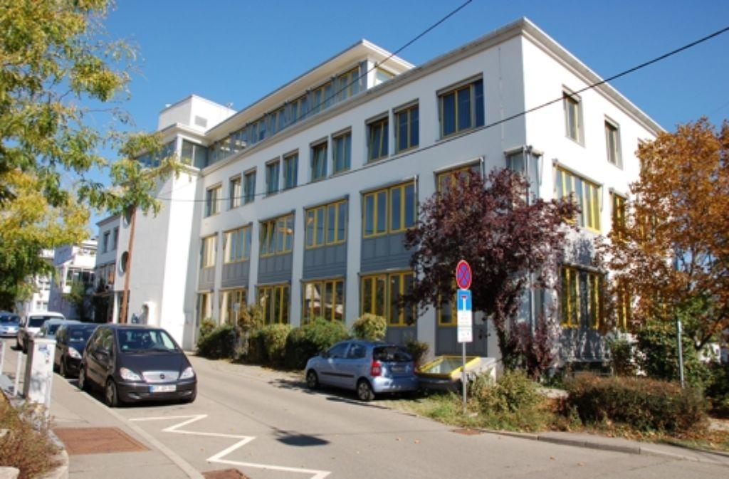 An ein zentrales Rathaus (im Bild die Verwaltungs-Dependance in der Martinstraße) ist in Filderstadt beim Blick auf die schlechter werdende Finanzlage kaum zu denken. Foto: Sascha Schmierer