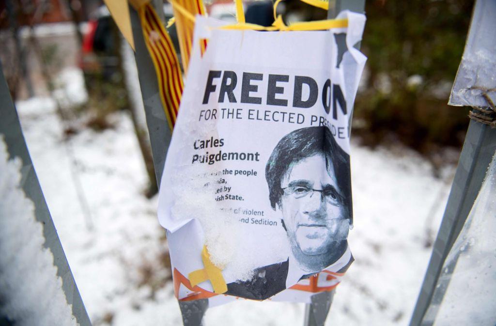 Die drei in Spanien festgenommenen Begleiter des katalanischen Ex-Regionalchefs Carles Puigdemont sind wieder auf freiem Fuß. Foto: dpa