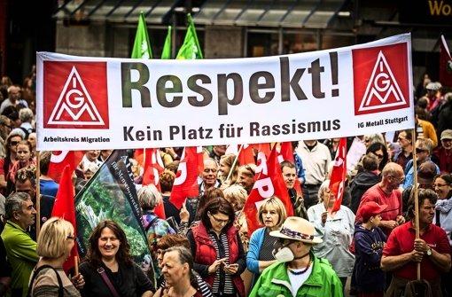 Protest gegen die islamkritische Bewegung: zahlreiche Menschen haben in Stuttgart gegen Rassismus und für Toleranz demonstriert. Foto: Lichtgut/Leif Piechowski