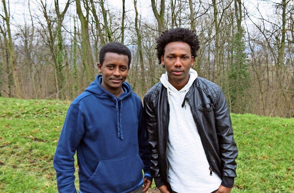 Yosief und Temesgen stammen aus Eritrea und leben in der Unterkunft an der Helene-Pfleiderer-Straße in Degerloch. An Ostern  gehen sie in die Gnadenkirche nach Heumaden. Foto: