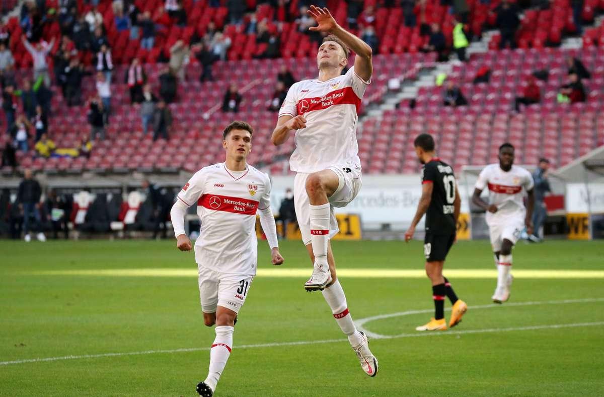 Als noch Zuschauer im Stadion waren . . . Am dritten Spieltag Anfang Oktober köpft Sasa Kalajdzic den VfB in der 76. Minute noch zum 1:1-Ausgleich gegen Bayer Leverkusen.  Foto: Baumann
