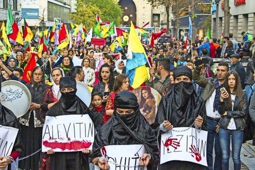 Anti-IS-Demo zieht durch die Stadt