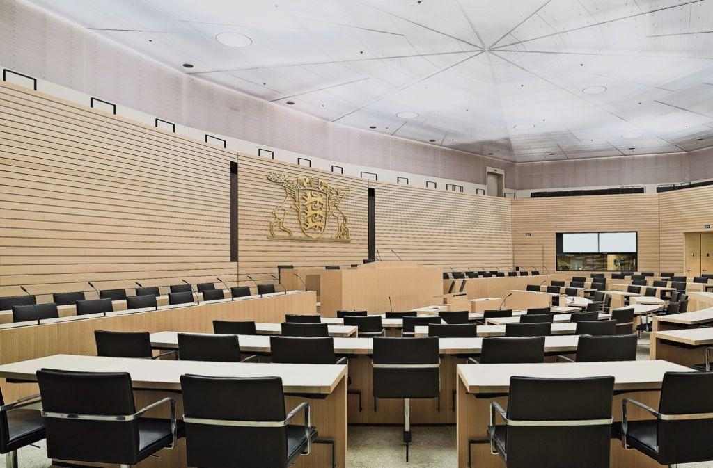 Der runderneuerte Plenarsaal im Haus des Landtags Foto: Studio Tümmers