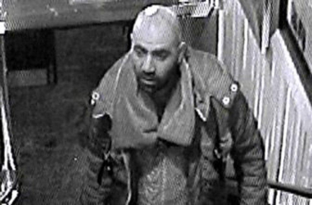 Wer kennt diesen Mann? Er wird wegen sexueller Nötigung in Fellbach gesucht. Foto: Polizei