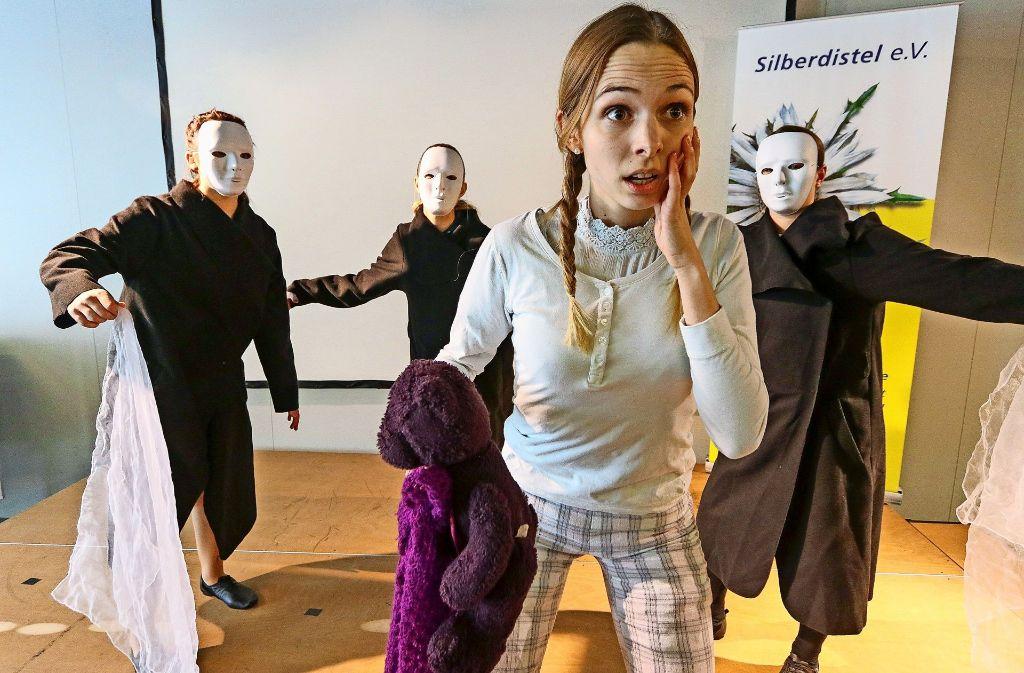 Von Albträumen geplagt: eine  Studentin der PH in einem Tanzstück Foto: factum/Granville