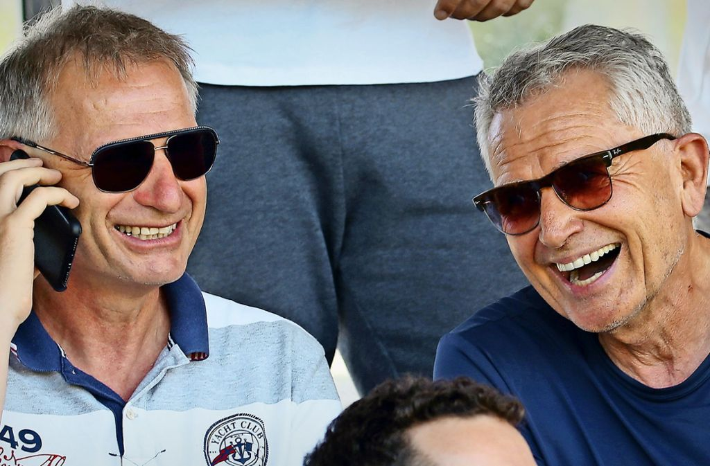 Beste Laune beim VfB Stuttgart: Sportvorstand Michael Reschke (li.) und Präsident Wolfgang Dietrich Foto: Baumann