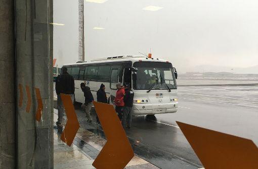 Männer kommen in Kabul an