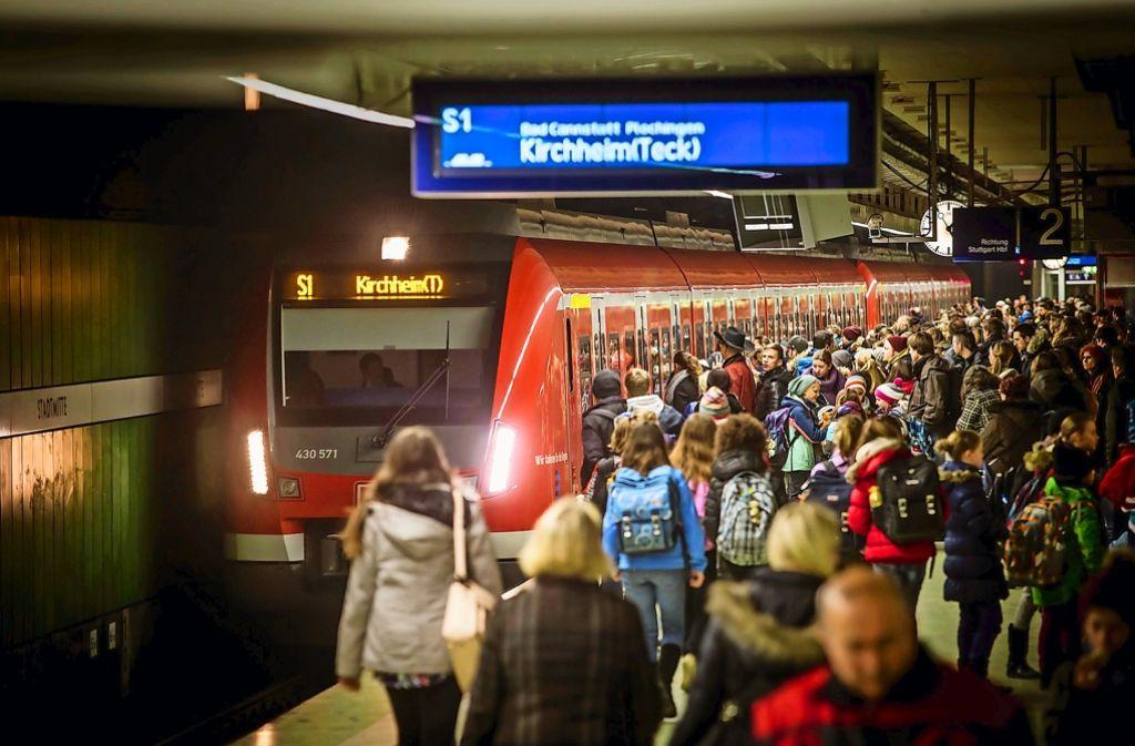 Die S-Bahnen in der Region fahren seit Jahren dem Fahrplan hinterher. Vor allem im Berufsverkehr mit vielen Fahrgästen gibt es oft Verspätungen. Foto: Lichtgut/Achim Zweygarth