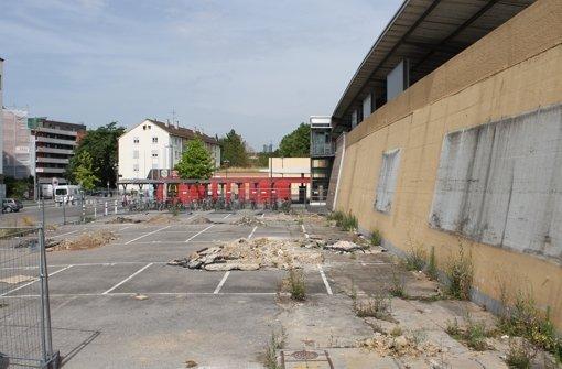 Skatehalle hinter dem Bahnhof