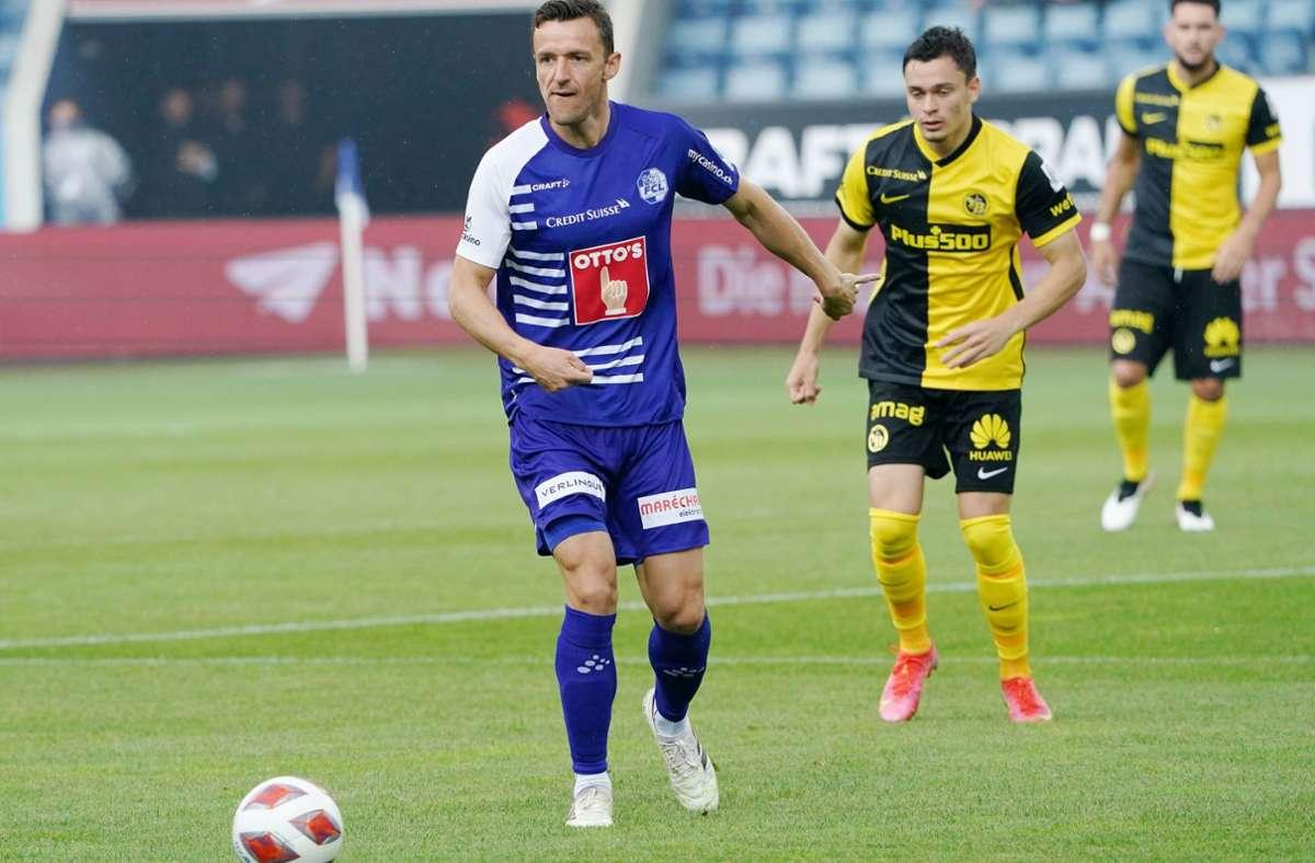Alte Aufgabe in neuem Trikot: Christian Gentner (links) treibt die Mannschaft des FC Luzern gegen Young Boys Bern nach vorne. Foto: imago/Manuel Geisser/M