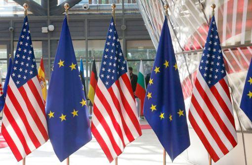 EU und USA setzen gegenseitig verhängte Strafzölle aus