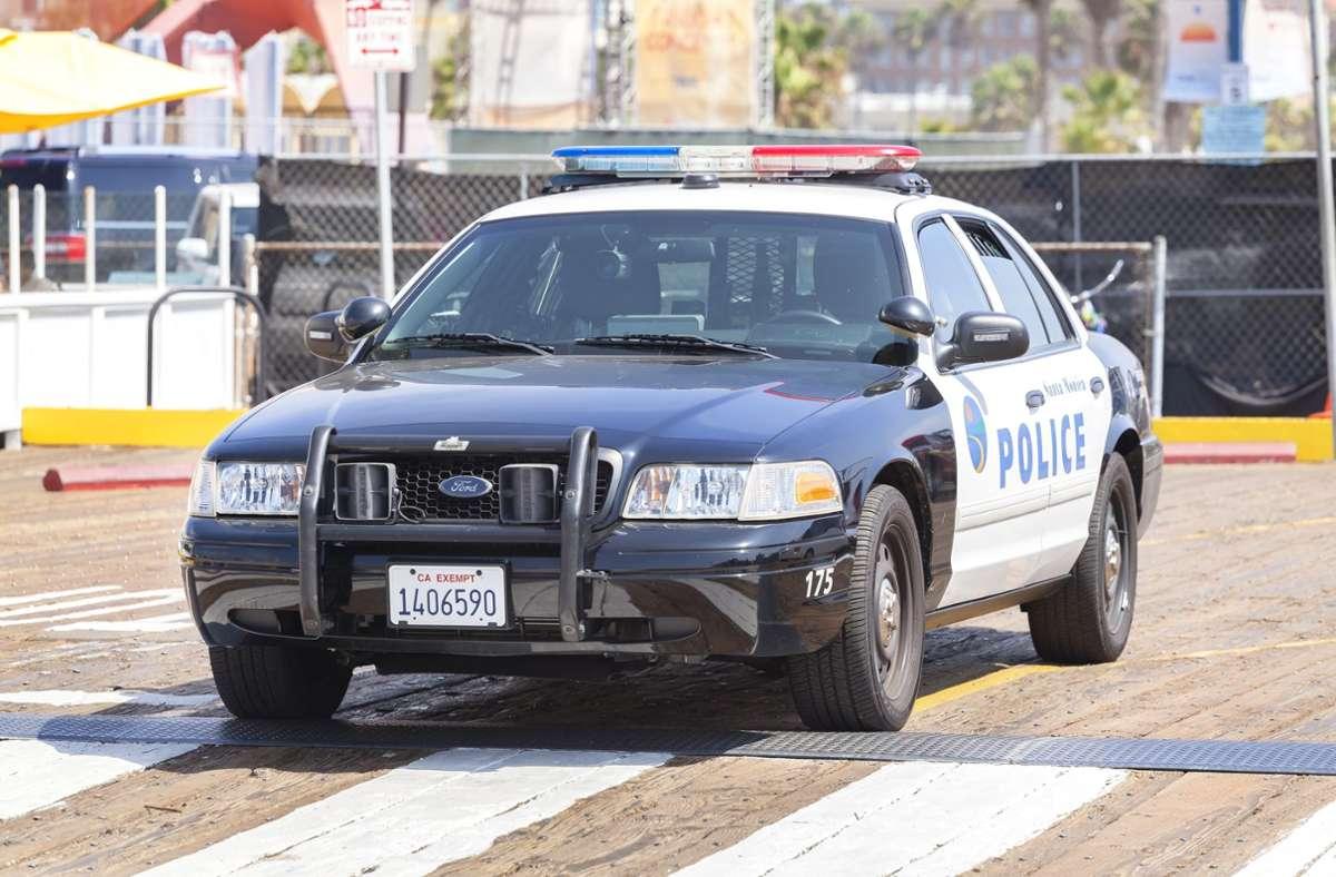 Die Polizei verhaftete den Schützen in Arizona. (Symbolbild) Foto: Shutterstock/Maciej Bledowski