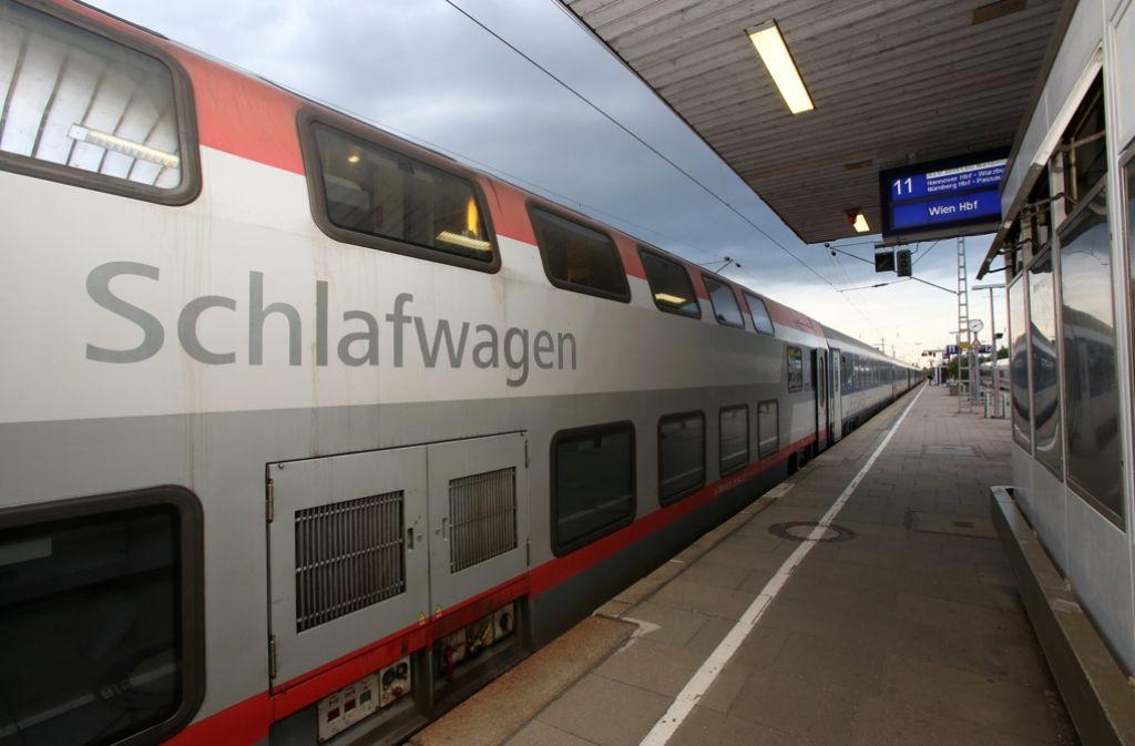 Das klassische Nachtzugangebot in Deutschland wird halbiert. Foto: dpa
