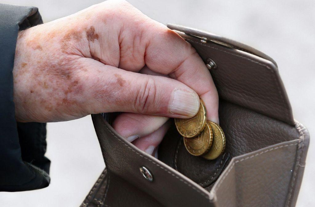 Geld für das Alter sparen – das wird  der niedrigen Zinsen wegen immer schwieriger. Das gilt auch für klassische Vorsorgeprodukte wie Renten- und Lebensversicherungen. Foto: dpa/Stephanie Pilick