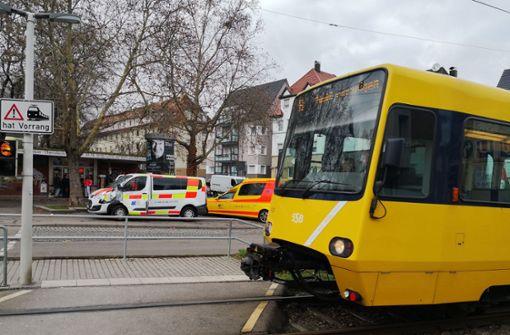 Krankentransport kollidiert mit Stadtbahn