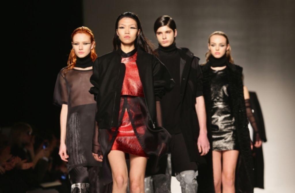 Bei Alta Roma haben Models vom 25. bis zum 27. Januar  auf der Fashion Week in Rom die Trends für Frühjahr/Sommer 2014 gezeigt. Foto: Getty Images Europe