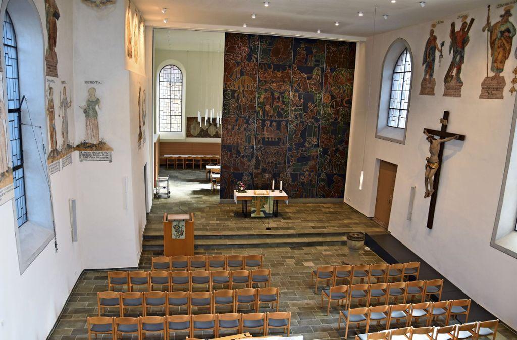 Nach der Restauration der Gemälde sowie der Grieshaberwand  und durch die neue Lichttechnik erstrahlt  die Stadtkirche in neuem Glanz. Foto: athias Kuhn