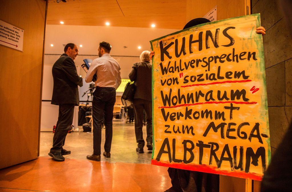 Die Wohnungsbaupolitik von OB Fritz Kuhn steht in der Kritik – schon bei den städtischen Haushaltsberatungen im Dezember 2017 gab es Proteste, in dem Fall von Bürgern. Foto: Lichtgut/Leif Piechowski