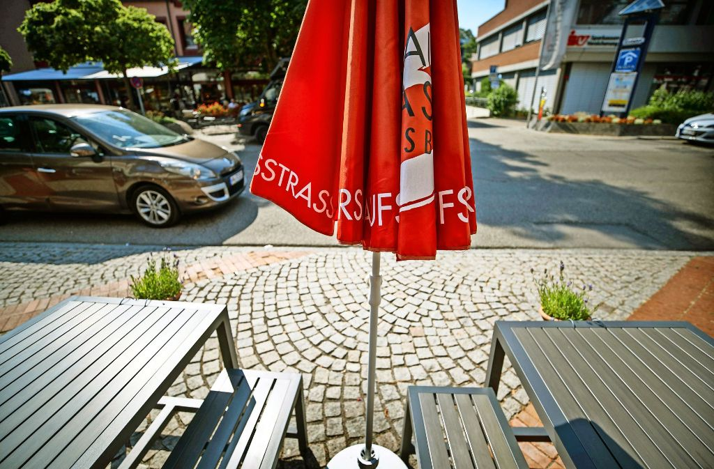 Der Lack ist ab: Endersbachs Einkaufstraße ist in die Jahre gekommen. Foto: Gottfried Stoppel
