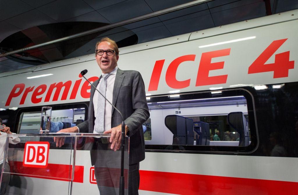 Verkehrsminister Alexander Dobrindt bei der Präsentation des neuen ICE 4. Er will der Bahn mehr Geld geben, fordert dafür aber auch mehr Leistung. Foto: dpa