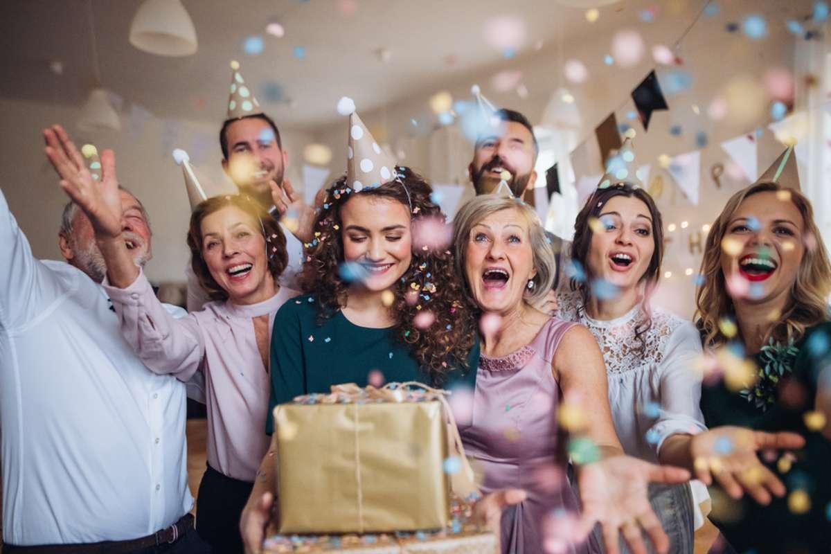 Wie viele Gäste dürfen kommen? Foto: Halfpoint / shutterstock.com