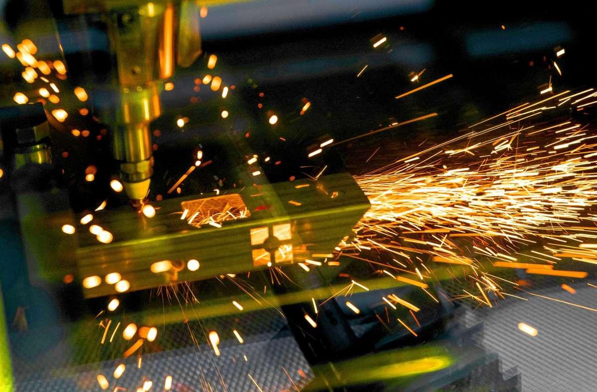Auch der Ditzinger Hersteller von Spezialmaschinen mit Lasertechnologie ist von den Auftragsrückgängen im Maschinenbau nicht verschont geblieben. Foto: dpa/Fabian Sommer