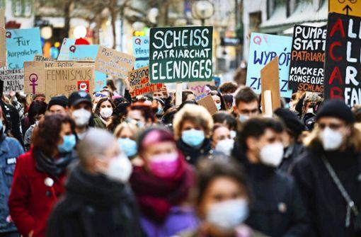 Menstruation und Sexismus: Raus aus der Schamecke!