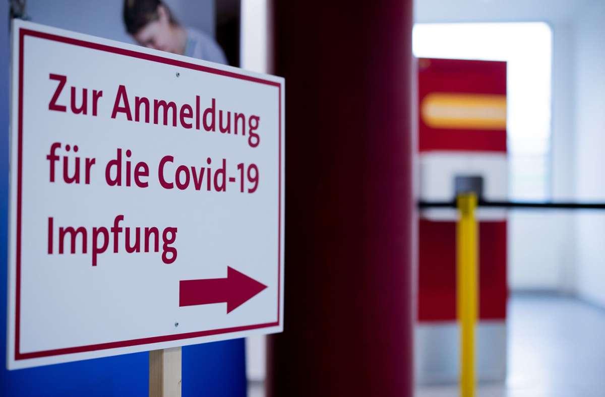 Die EU-Kommission will das Impfen in Europa   beschleunigen. (Archivbild) Foto: dpa/Rolf Vennenbernd