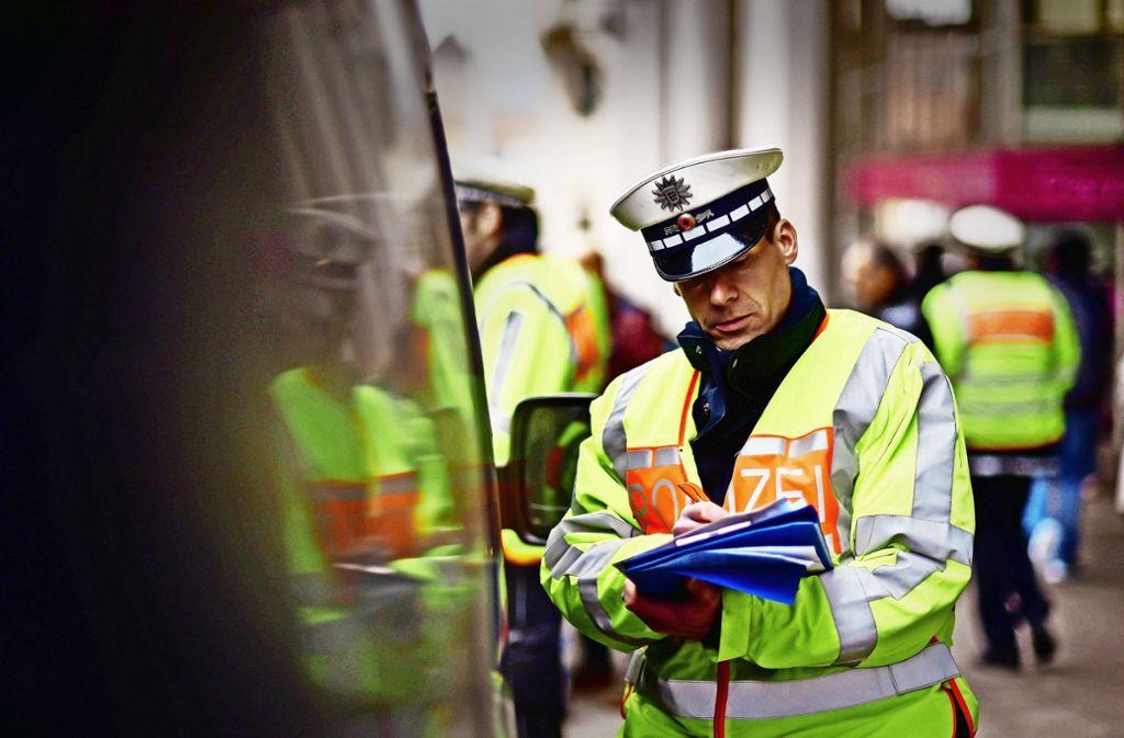 Bei allgemeinen Verkehrskontrollen schaut die Polizei auch auf die Schadstoffklasse. Foto: Lichtgut/Max Kovalenko (Archiv)