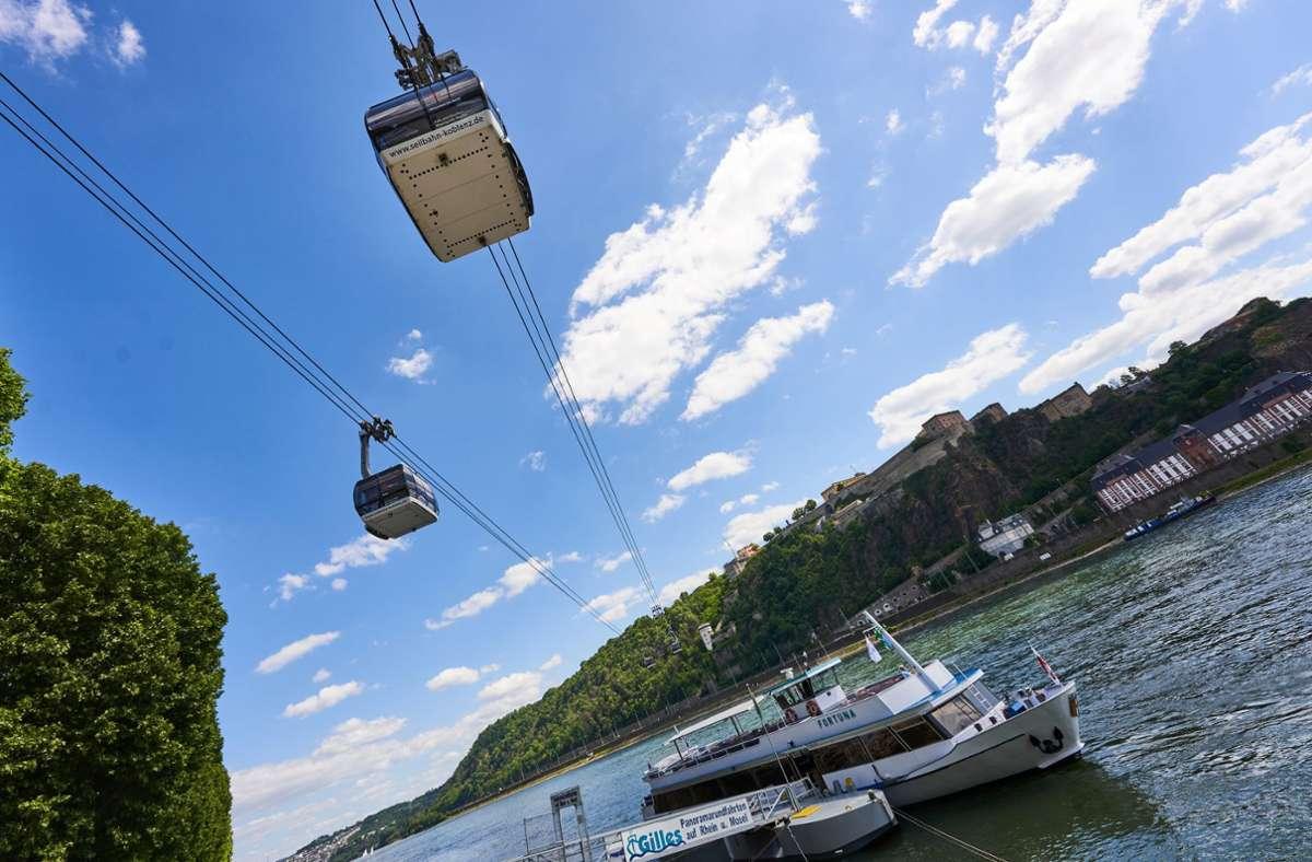 Viele halten Seilbahnen wie hier in Koblenz lediglich für ein Transportmittel in Skigebieten und nicht als sinnvolle Ergänzung des innerstädtischen öffentlichen Nahverkehrs. Foto: dpa/Thomas Frey