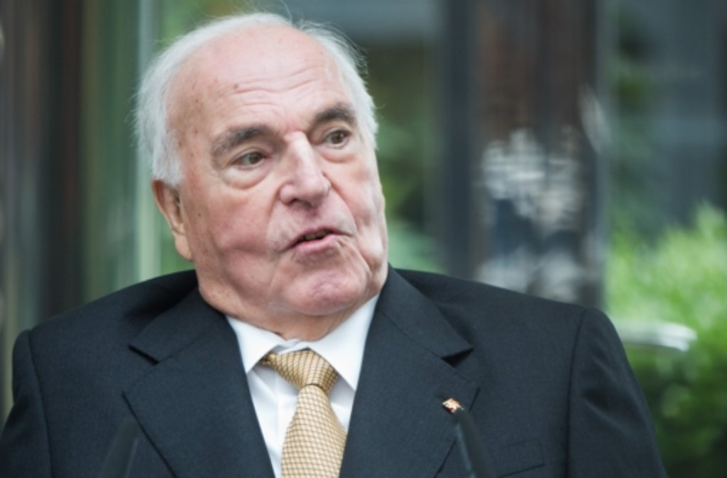 Er ist gesundheitlich angeschlagen, aber Altkanzler Helmut Kohl weilt noch unter uns - auch wenn eine Falschmeldung der Welt etwas anderes vermuten lässt. Foto: dpa